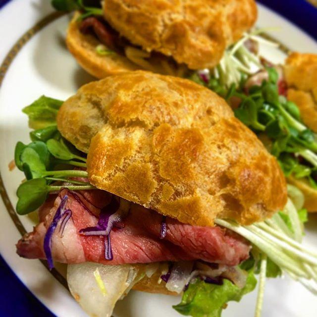 ローストビーフを挟んだ変わりシュークリームRoast beef chou à la crème. Very nice!#chouxàlacrème #chouxalacreme #roastbeef