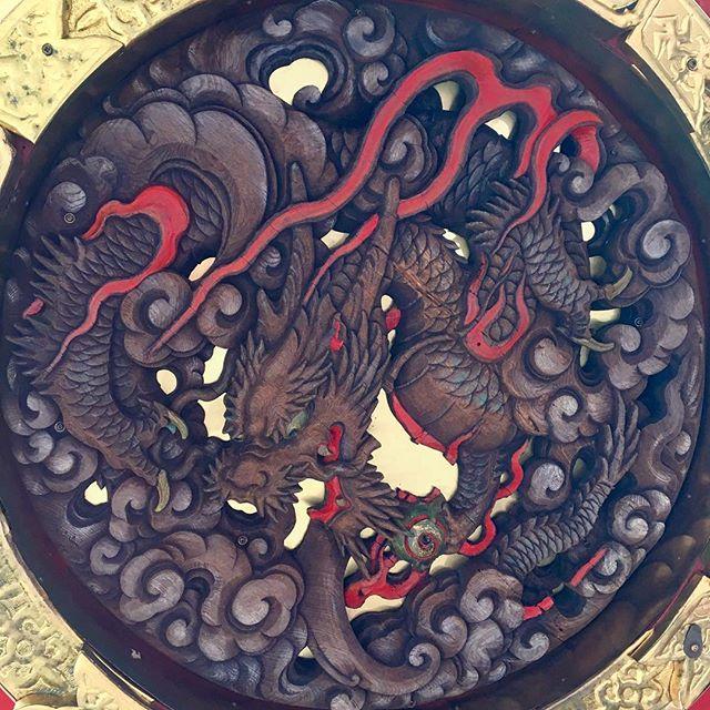 雷門、大提灯の龍 🐉There is a so cool dragon at the bottom of the lantern of Kaminari-mon Gate.#雷門 #浅草寺 #japan #asakusa #thundergate #kaminarimon